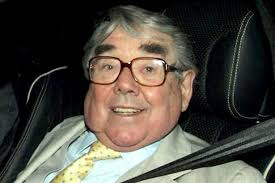 ronnie corbett 1930 2016 a giant of comedy who was also a