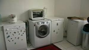 comment poser un plan de travail dans une cuisine comment fixer un meuble au mur evtod comment fixer un plan de