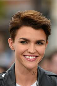 womans short hairstyle for thick brown hair 30 crazy cute short hairstyles for women with thick hair thicker