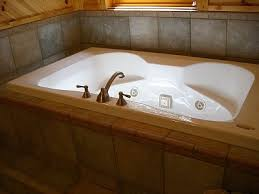 Jacuzzi Bathtubs For Two Best 25 Two Person Tub Ideas On Pinterest Locker Room