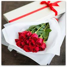 in gift dozen roses in gift box ne flower boutique