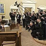 Trump Oval Office Decoration Donald Trump Changes To The Oval Office Popsugar Home