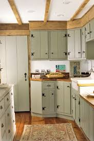 Kitchens With Green Cabinets by Best 25 Old Farmhouse Kitchen Ideas On Pinterest Farmhouse