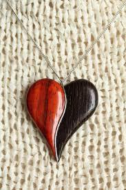 cadeau en bois pour femme les 25 meilleures idées de la catégorie bijoux en os sur pinterest