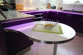 Cuisine Avec Bar Arrondi cuisine en u avec table ici le bar du salon devient plan de