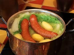 cuisiner un chou chinois saucisse de montbéliard au chou chinois pe tsaï vous n aimez pas l