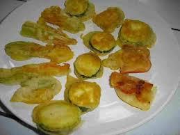 cuisiner fleurs de courgettes recette de beignets de légumes et de fleurs de courgettes la