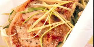 cuisiner une cote de veau côte de veau en papillote recettes femme actuelle