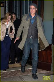 what to cook on thanksgiving brad pitt reveals who u0027s cooking thanksgiving dinner at his house