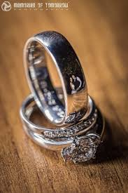 Pictures Of Wedding Rings by If You Look Closely At These Rings You U0027ll See The Couples That