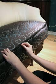 restaurer canapé etape 4 epingler et poser les morceaux de tissus tuto