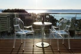 terrasse transparente chaise transparente pour une pièce à la mode