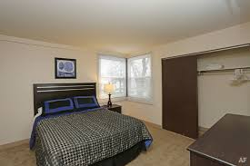 2 Bedroom Apartments In Champaign Il Windcrest Apartments Champaign Il Apartment Finder