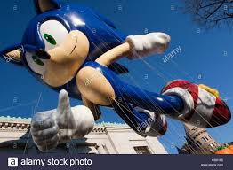 sonic the hedgehog balloon in the macy s 2011 thanksgiving