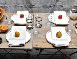 thanksgiving table spartan design sponge