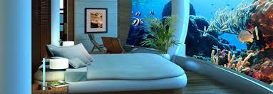 chambre d hotel avec la chambre d hôtel avec un énorme aquarium