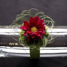 Corsages And Boutonnieres For Prom Match Your Corsage To Your Prom Dress Prom Corsages