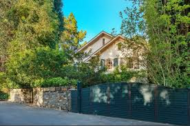 Jennifer Lawrence Home by Jessica Simpson Lists Her Home For 7 995 Million And Says Goodbye