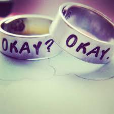 an welcher trã gt den verlobungsring stimmt euren ehe und verlobungsring ab und tragt sie so
