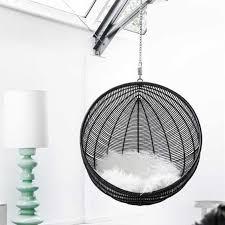 siege boule suspendu fauteuil suspendu design cocoon noir pour ma deci de chalbre