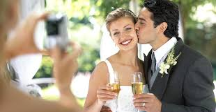 wedding pictures 4 tricks to keep wedding costs low