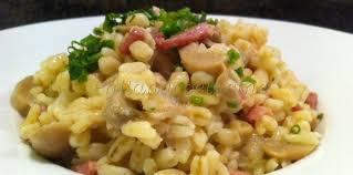 comment cuisiner le blé risotto de blé précuit aux lardons oignons et chignons facile