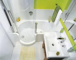 badezimmer auf kleinem raum kleines bad gestalten beispiel badewanne duschkabine bad