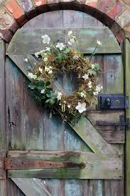Wedding Flowers January How To Create A Hellebore Moss Winter Wreath The Natural Wedding