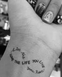 tattoos männer sprüche 1001 ideen für handgelenk werden sie unique im trend