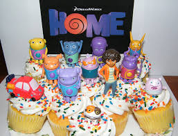 amazon com dreamworks home figure set of 13 deluxe cake toppers