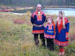 traditional costumes lapland finland sami