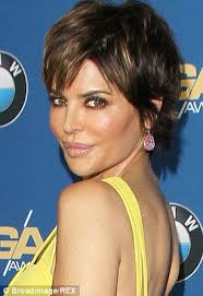 lisa rinna blonde hair lisa rinna 50 looks a fright in face mask before unveiling