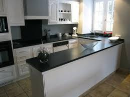 cuisine avec plan de travail en granit cuisine blanche avec plan de travail noir 73 idées de relooking