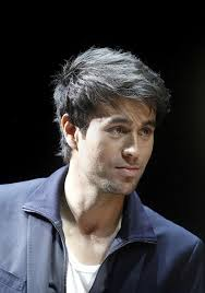enrique iglesias hair tutorial 10 thoughts you have as enrique iglesias hairstyle approaches