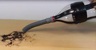con una simple botella de plástico puedes fabricar un aspirador de