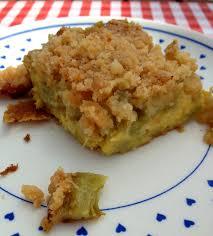 cuisiner la rhubarbe la cuisine claudine gâteau à la rhubarbe façon crumble