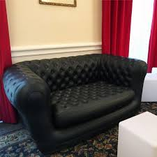 canapé gonflable chesterfield location de canapé chesterfield noir à 75