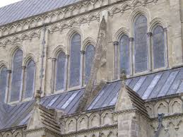 file salisbury cathedral flying buttresses 2 jpg wikimedia commons