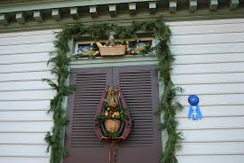 christmas door decorations in williamsburg life and real estate