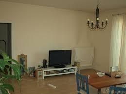 Tisch Im Wohnzimmer Wohnzimmer Da Wo Der Tisch Steht Ist Nun Ein 3er Sofa Mitten Im