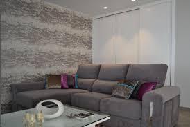 chaises color es un sofá chaise longue con cojines de distintas texturas y colores