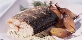 cuisiner le bar entier bar rôti aux échalotes recette sur cuisine actuelle