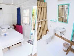 Wohnzimmer Und Schlafzimmer In Einem Hotelbericht Le Pirate Beach Club Indonesien Gili Trawangan