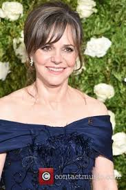 photos of sally fields hair sally field pictures photo gallery contactmusic com