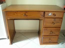 vieux bureau en bois bureau garcon am nager un beau bureau enfant pour ses devoirs