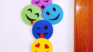 diy smiley room decor super easy recycle your old cds