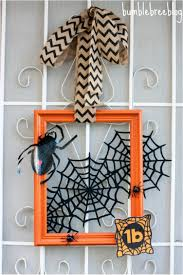 Halloween Spider Wreath by Scary Diy Wreaths To Complete The Halloween Decor