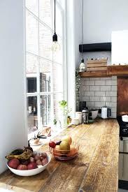 cuisine avec plan de travail en bois cuisine blanche et plan de travail bois clair cethosia me