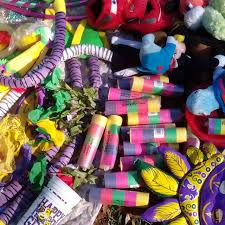 mardi gras throws find more lots of mardi gras throws lots of necklaces toys