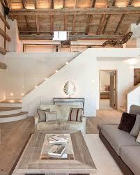 idee deco salon canap gris deco contemporaine toiture en bois canapé gris table basse en